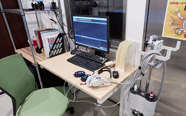 MRIコントロール室